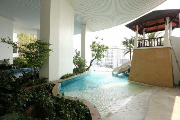 Sky Walk Condominium Phrakanong