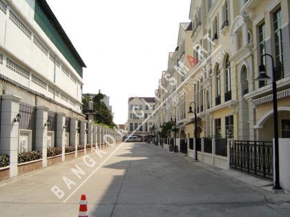บ้านกลางกรุง สาทร ถนนเหนือ-ใต้ เจริญราษฎร์
